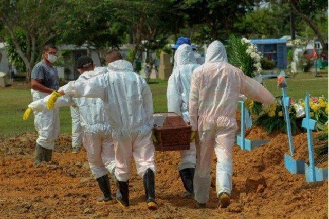 Média móvel de mortes por Covid-19 no Brasil registra 8ª queda seguida
