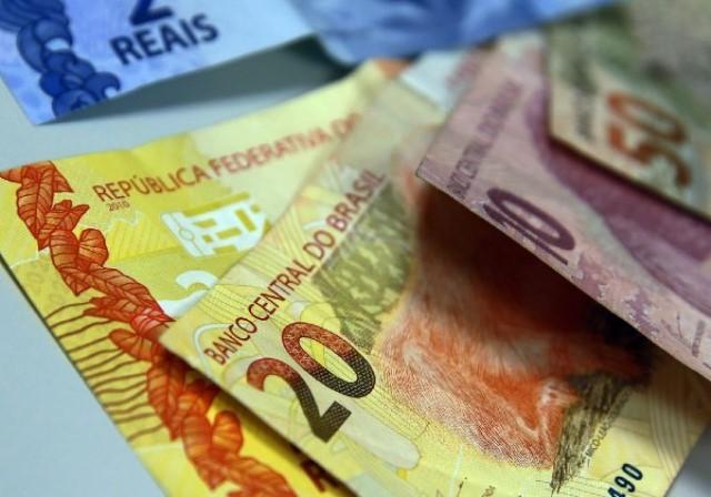 Governo Fátima anuncia que vai pagar este mês 13º de 2018 para servidores que ganham mais de R$ 3,5 mil