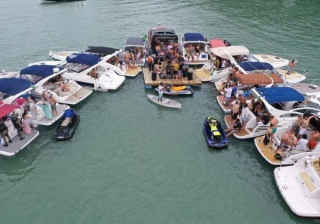 Festa no mar com mais de 20 lanchas e show em deck flutuante é interrompida