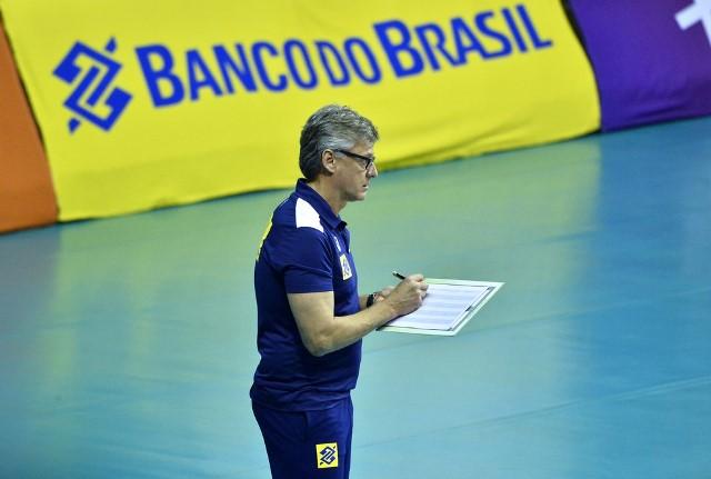 Técnico Renan Dal Zotto é extubado e pergunta sobre a seleção de vôlei