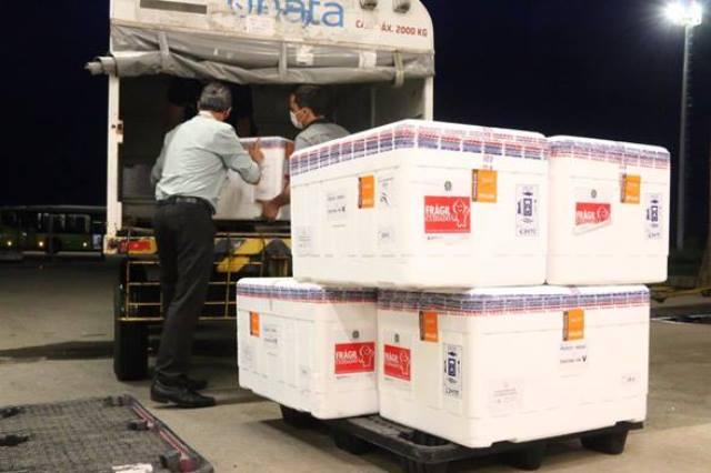 RN recebe lote com 64,5 mil doses da vacina Astrazeneca/Fiocruz