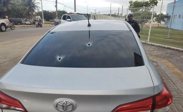 Mulher é atingida por tiro de raspão na nuca, no bairro Planalto; PM e bandidos trocam tiros na região