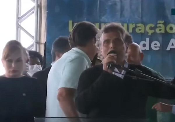 Vídeo: Nelson Piquet sobe em palanque com Bolsonaro e fala da TV Globo
