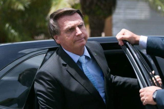 Auxiliares defendem que Bolsonaro 'paz e amor' mire no voto da terceira via para 2022