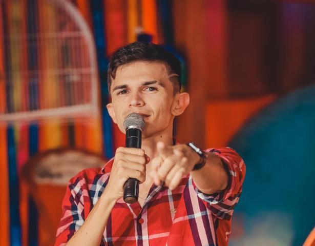 """Potiguar Tiago Dionísio estoura na internet com vídeos de profissões """"goumetizadas"""""""