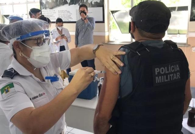 Pelo menos 250 policiais militares recusam vacina contra Covid no RN