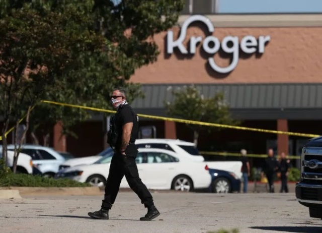 Atirador mata uma pessoa, fere 12 e se suicida em supermercado nos EUA