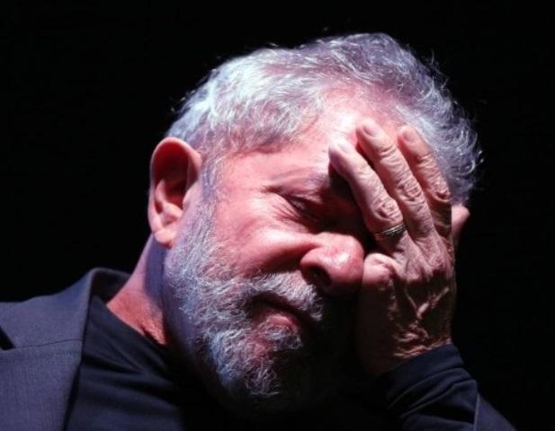"""Lula reconhece que esquerda está muito fragilizada no Congresso: """"Caímos quase que pela metade"""""""