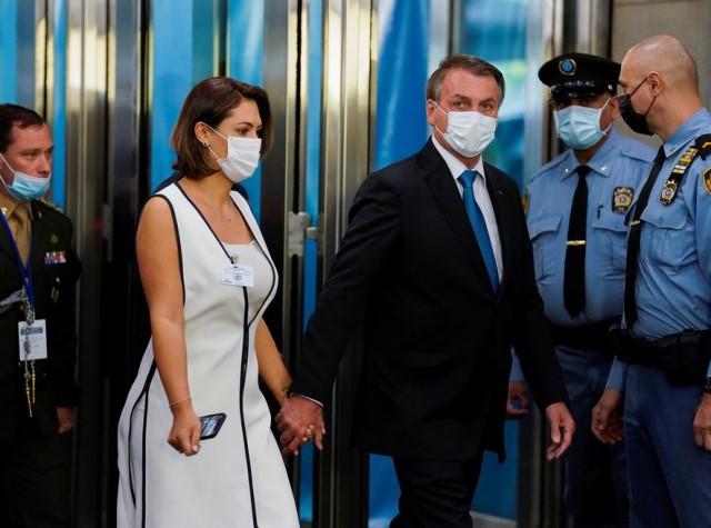 Após presidente, Michelle Bolsonaro anuncia que também testou negativo para covid-19