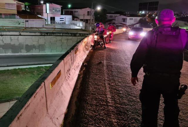 Motociclista morre após cair de viaduto em Natal/RN