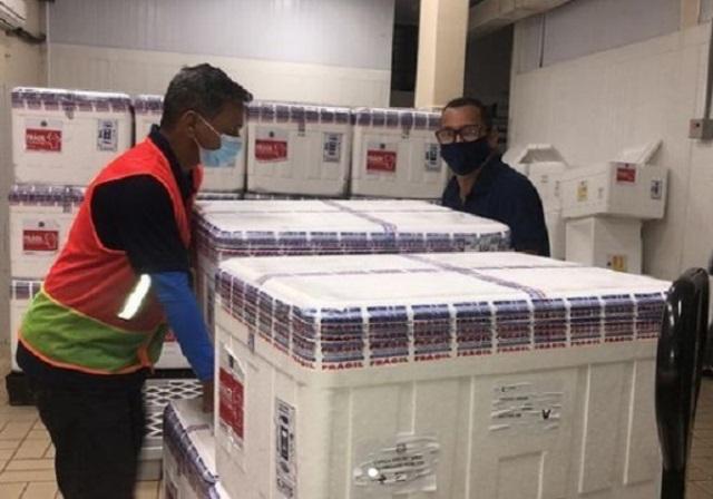 Fiocruz negocia entrega de 180 milhões de vacinas em 2022