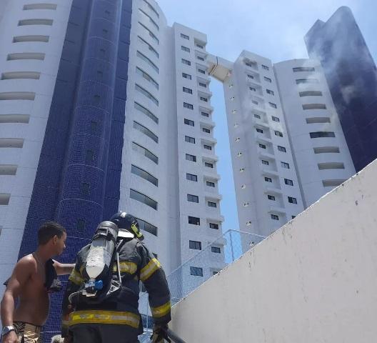 VÍDEO: Incêndio atinge apartamento no Residencial Príncipe de Asturias, na Zona Sul de Natal